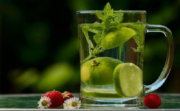 lemon-in-water